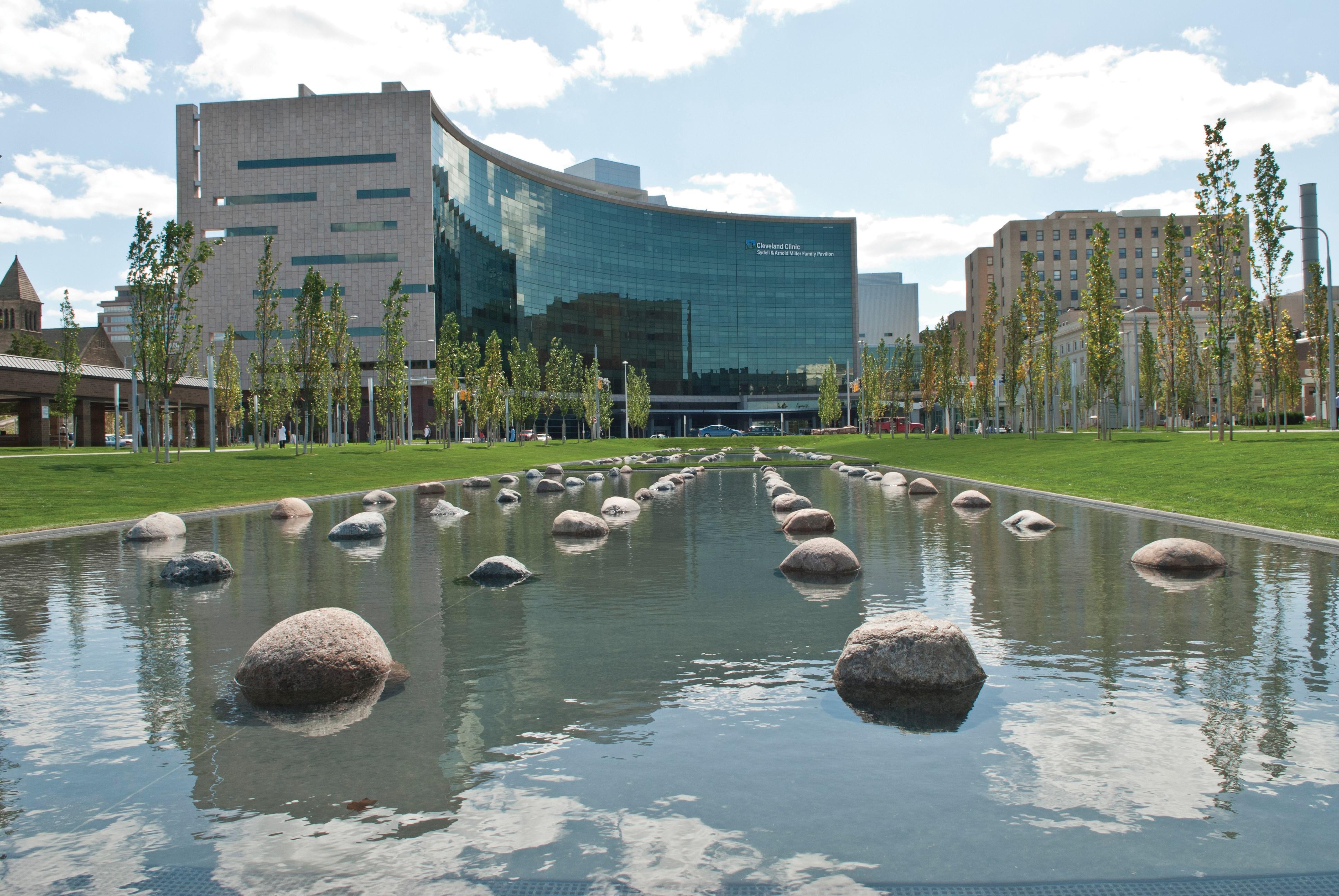 Programas para cáncer rectal de Cleveland Clinic obtienen acreditación  del Colegio estadounidense de cirujanos