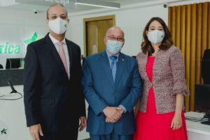 Ejecutivos del Banco Promerica Carlos Julio Camilo, Julio Caminero y Marielyn Portorreal